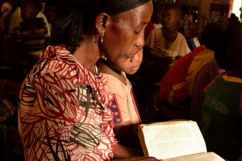 Woman Reading Bible in Sawula by yumievriwan / CC BY-NC-ND 2.0