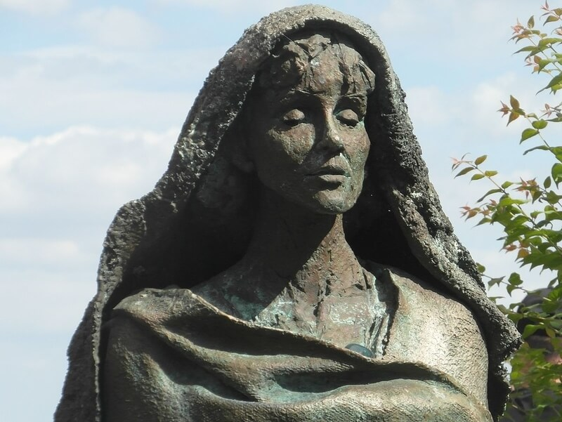 Sculpture of Hildegard of Bingen by Karlheinz Oswald, 1998 by Gerda Arendt / CC BY-SA 3.0